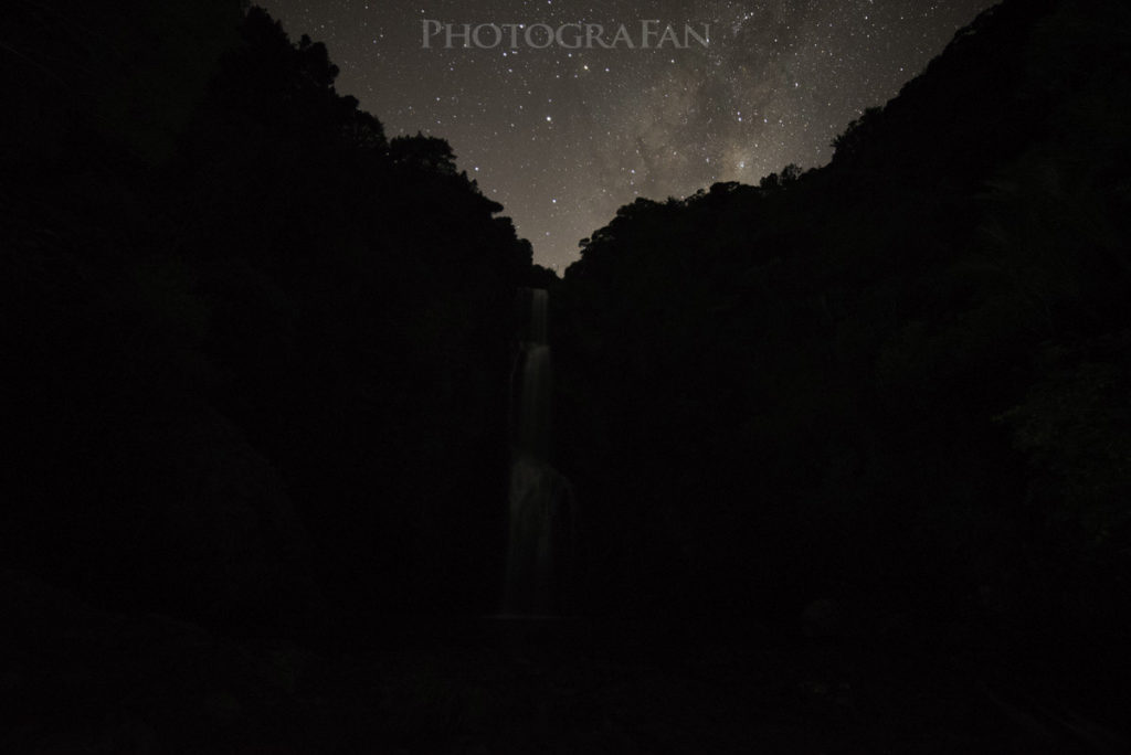 真っ暗なKitekite Falls