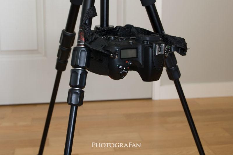 カメラを三脚に逆さまに取りつけ