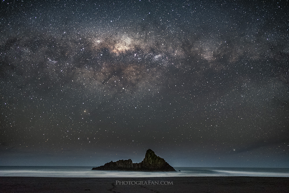 広角24mmで撮影した天の川の星景写真
