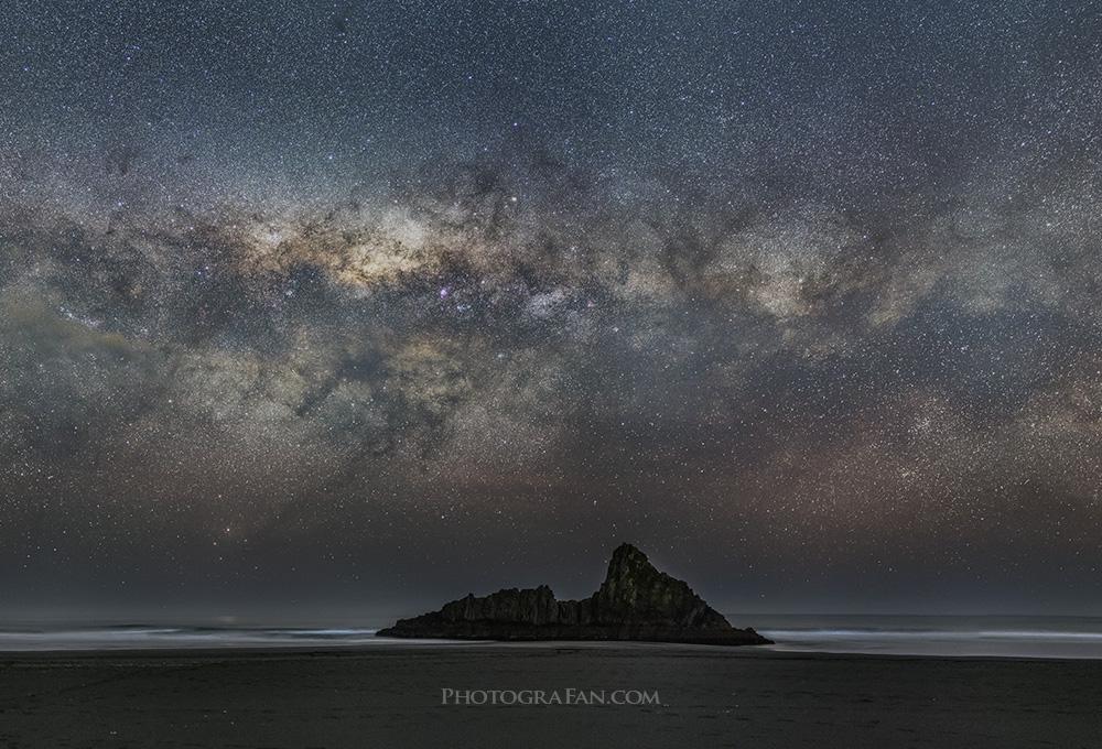50mmで撮影した天の川(パノラマ合成)