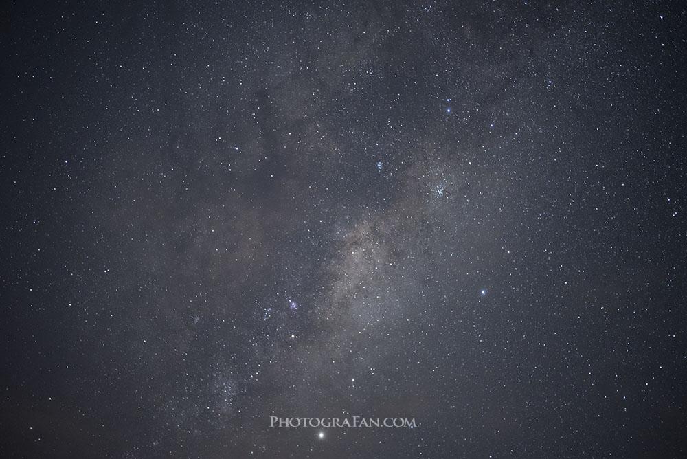 星空を撮影すると周辺減光が発生する