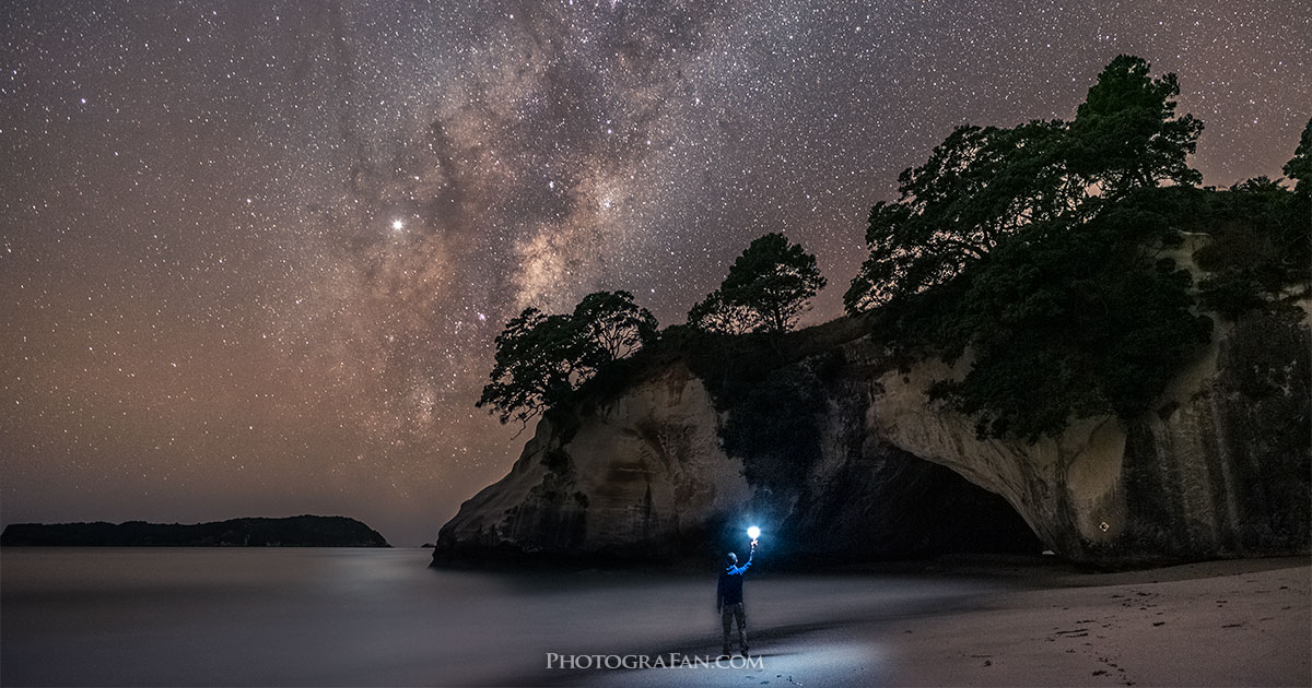 ニュージーランドのカセドラルコーブで天の川・星景撮影